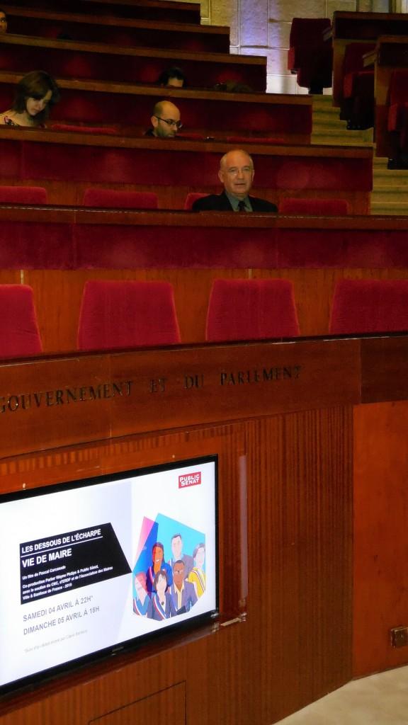 Bernard DECAUX sur les bancs Conseil économique, social et environnemental à Paris lors de la rencontre « Vie de maire » présidée par Jean-Paul DELEVOYE, organisée par Public Sénat le 12 mars 2015. © Photographie CAD / BM.